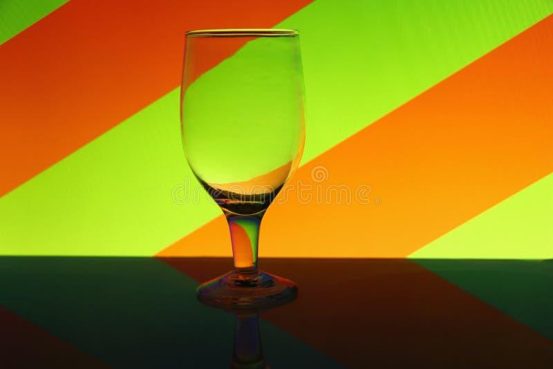 Przejrzysty odosobniony widzii chociaż wina szkło obrazy royalty free
