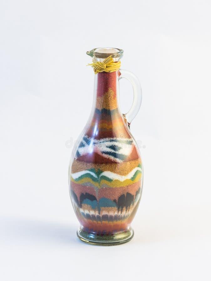 Przejrzysty szklany uszczelniony dzbanek z wzorem barwiony piasek inside obraz stock