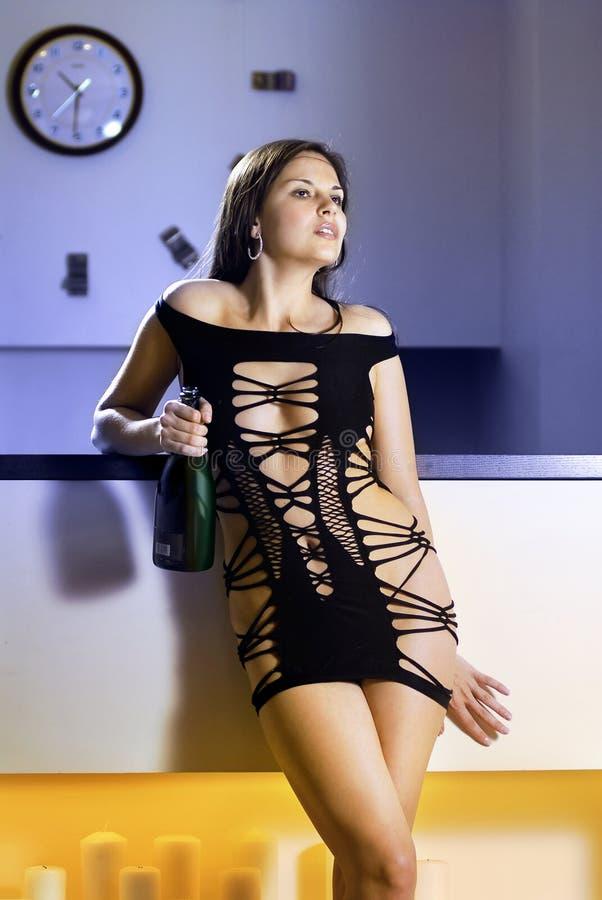 przekąski prętowa piękna kobieta obrazy stock