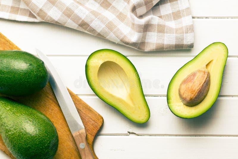 Przekrawający avocados fotografia stock