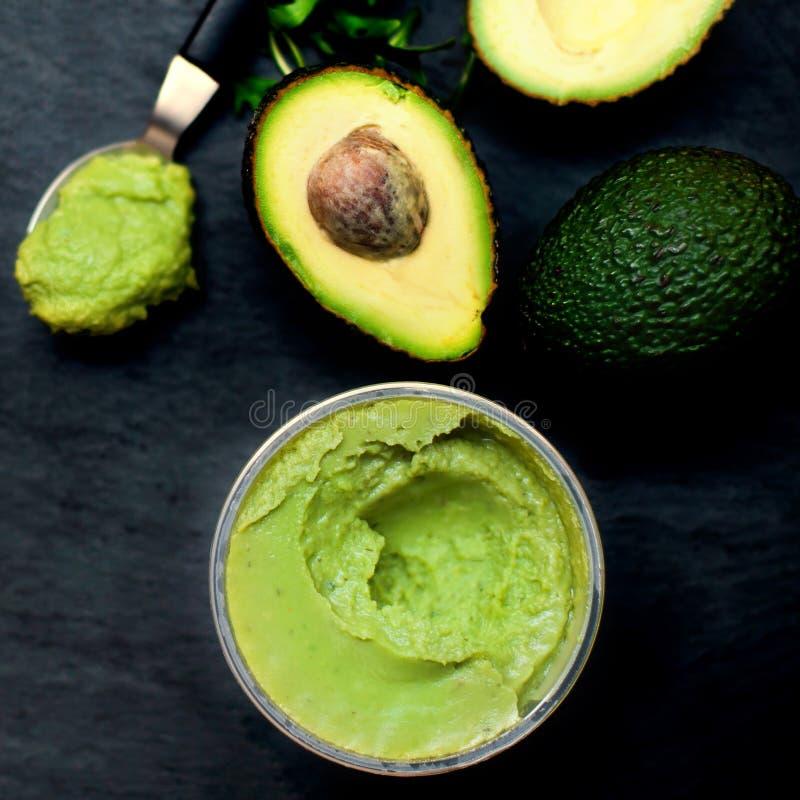 Przekrawający avocados Odgórnego widoku rozszerzanie się Makaron Tradycyjny Meksykański sau obrazy royalty free