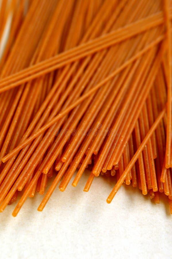 Przeliterowany Wholegrain makaron (spaghetti) obrazy stock