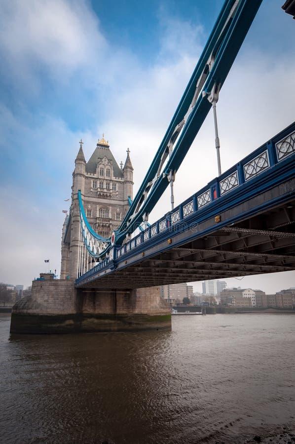 Przelotne spojrzenie wierza most, widok od lewicy london wielkiej brytanii zdjęcia stock