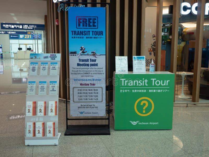 Przelotowy wycieczki turysycznej biurko w Incheon lotnisku międzynarodowym obraz stock