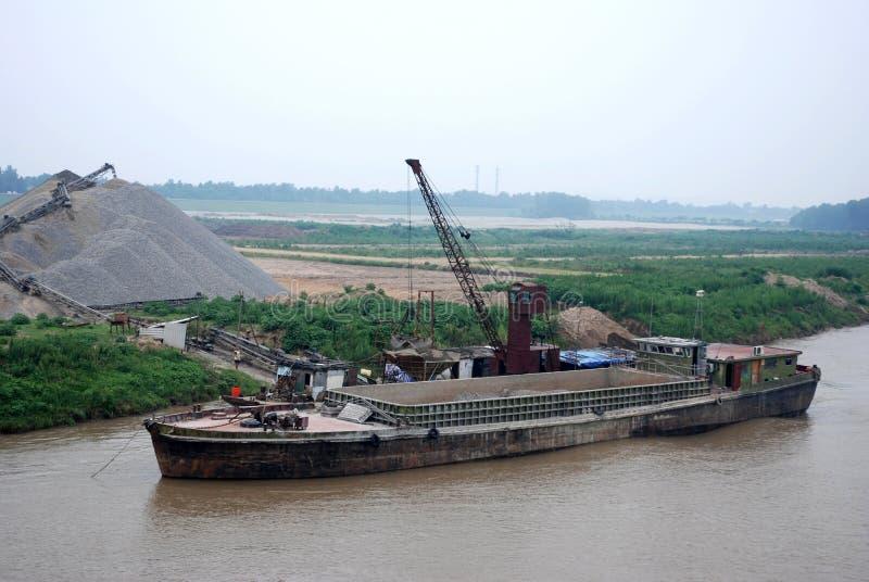 Przemysł i cCargo statek na jangcy, Chiny obrazy stock