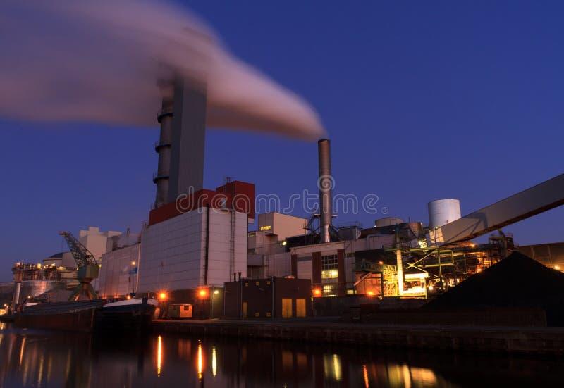 Przemysł przy nocą zdjęcie royalty free