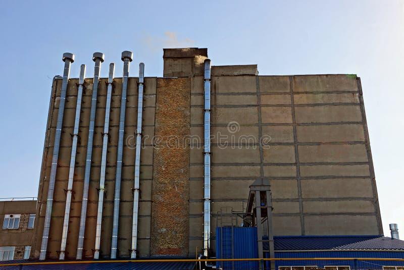 Przemysłowa drymba przy fabryczną rośliną fotografia stock