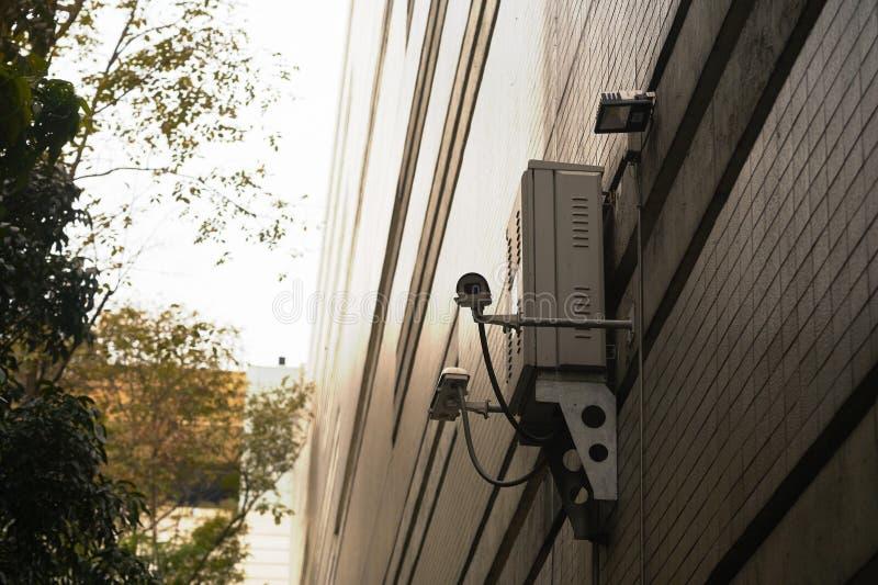 Przemysłowa kamera lub CCTV outdoors instalacja dla ochrony obrazy stock
