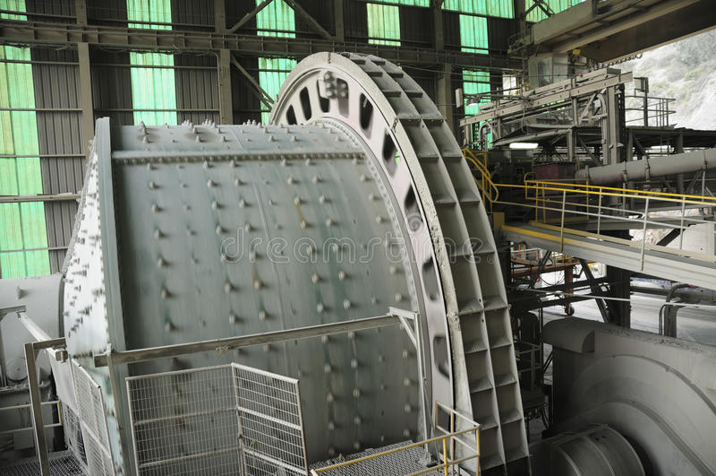 Przemysłowa maszyneria - Balowy młyn obraz royalty free