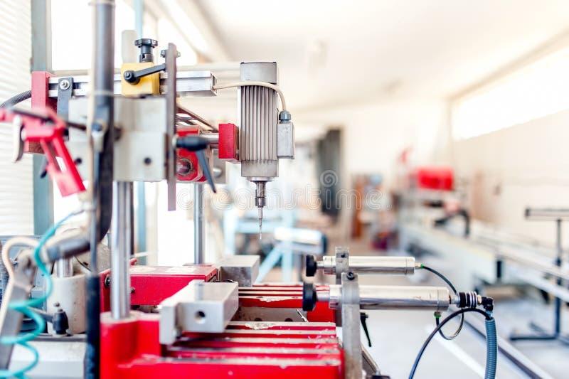 Przemysłowa wiertnicza maszyneria Fabryczny mielenie i musztrowanie fotografia royalty free