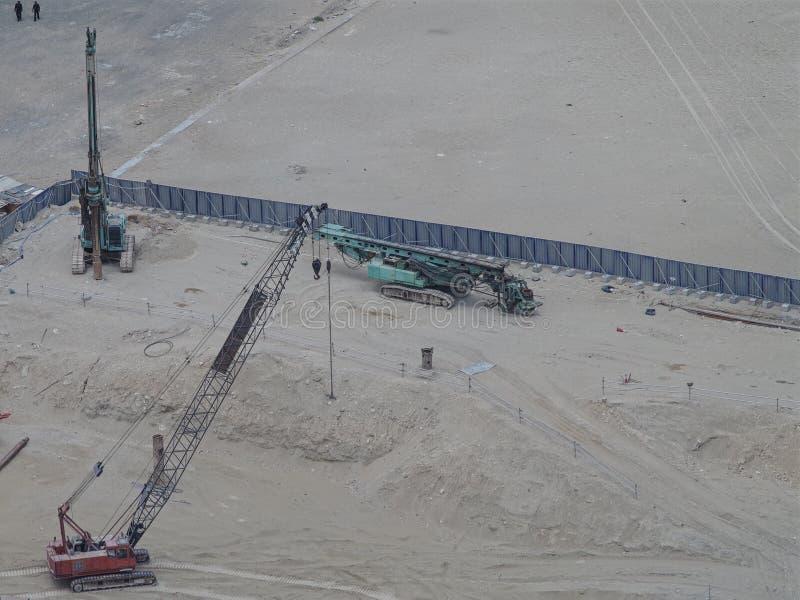 Przemysłowe maszyny na robot budowlany miejscu, widok z lotu ptaka zdjęcia royalty free