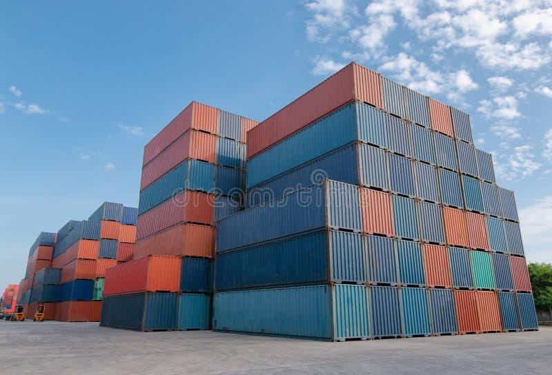 Przemysłowe stocznie kontenerowe dla logistycznego sektora eksportu fotografia royalty free