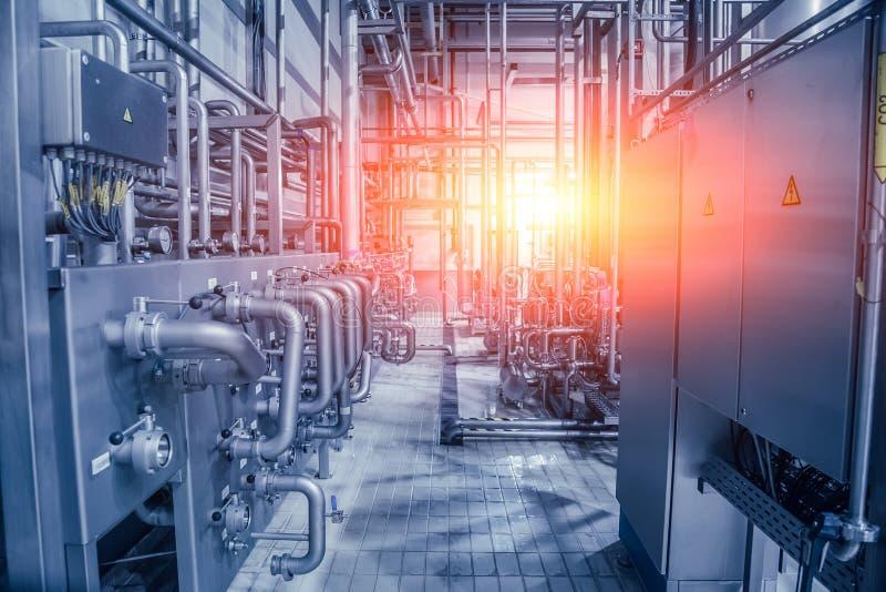 przemysłowe tło Rurociąg i klapy system w browarze dla składników doręczeniowych obraz stock