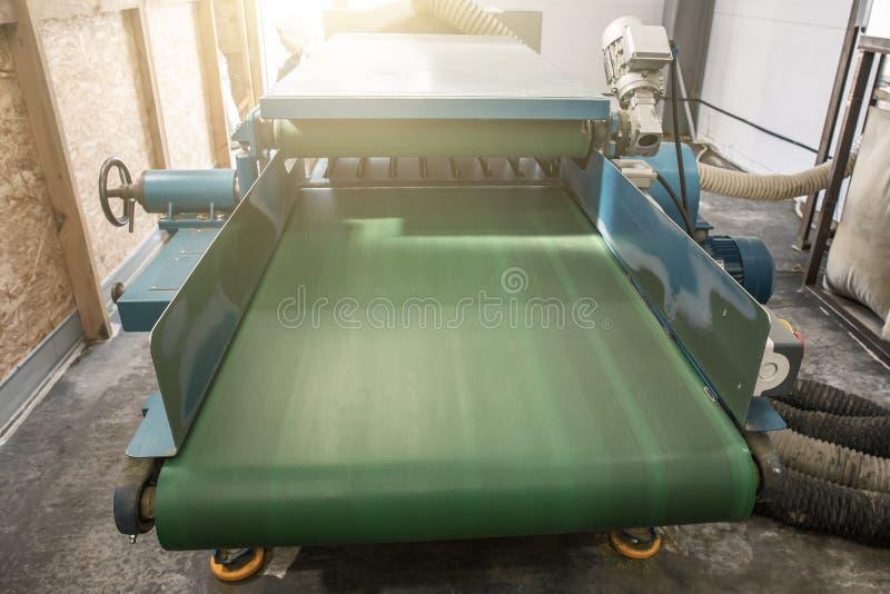 Przemysłowej maszynerii narzędzie dla ciąć metali prześcieradła i tworzyć w metalwork fabryki warsztacie zdjęcie royalty free