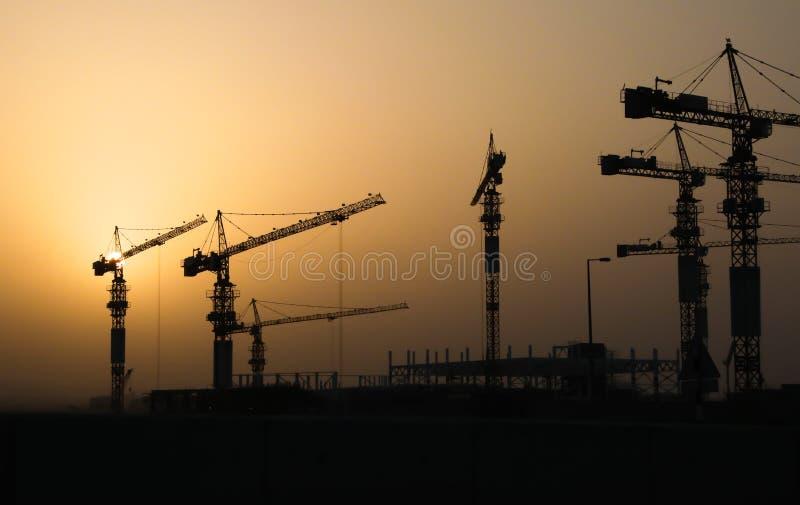 Przemysłowi żurawie budowa budynek i royalty ilustracja