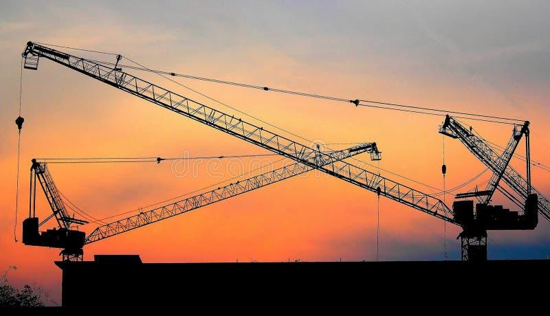 Download Przemysłowi Budowy żurawie I Budynku Sylwetki Nad Słońcem Przy Wschód Słońca Zdjęcie Stock - Obraz złożonej z kolor, jaskrawy: 42525344