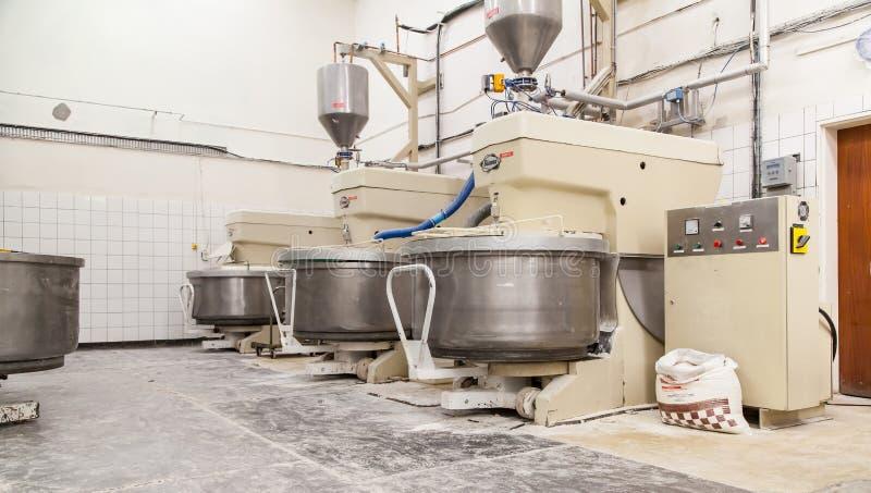 Przemysłowi chlebowego ciasta melanżery w bakehouse obraz stock