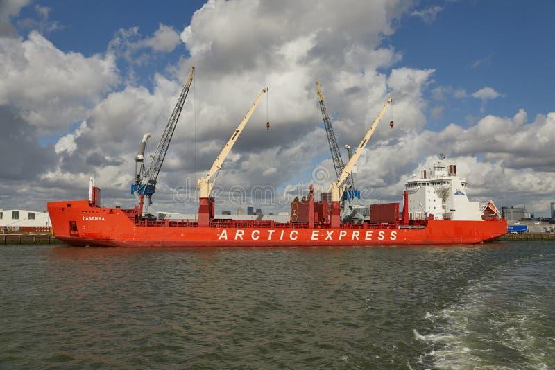 Przemysłowi statki w doku fotografia royalty free