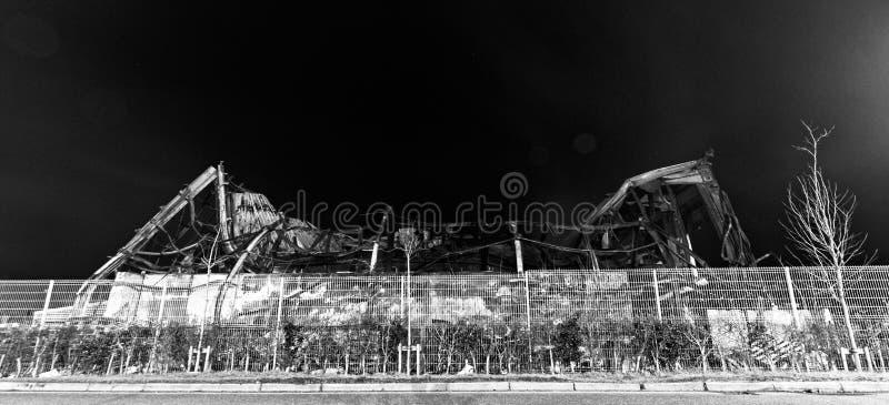 Przemysłowy budynek burnt ziemia obraz stock