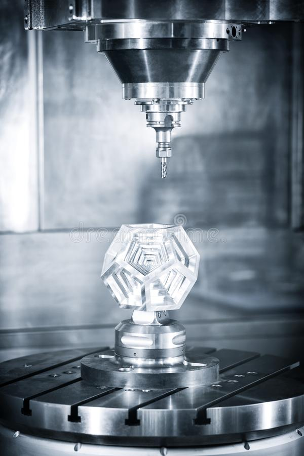 Przemysłowy metalworking rozcięcia proces mielenie krajaczem obraz royalty free