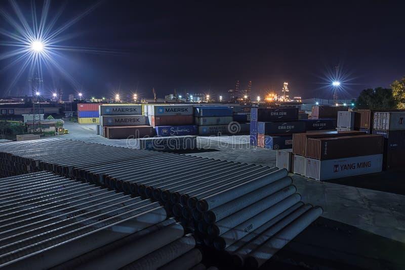 Przemysłowy noc krajobrazu port Burgas, Bułgaria zdjęcie stock