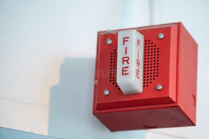 Przemysłowy pożarniczy alarm na ścianie obrazy royalty free