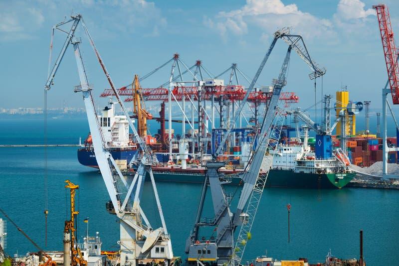 Przemysłowy port w Odessa mieście, Ukraina, Maj 4, 2019 - infrastruktura port morski zdjęcia royalty free