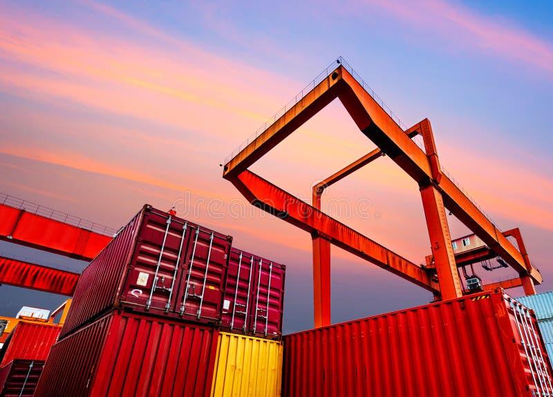 Przemysłowy port z zbiornikami obrazy royalty free