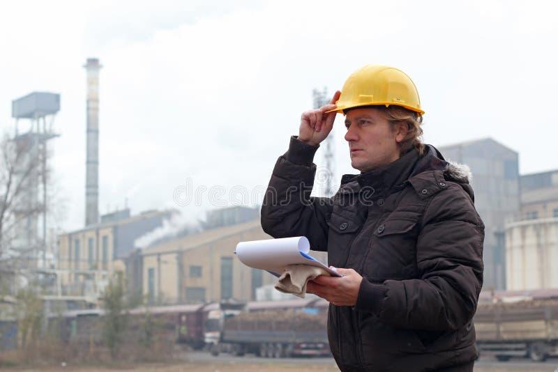 Przemysłowy pracownik z schowkiem zdjęcie royalty free