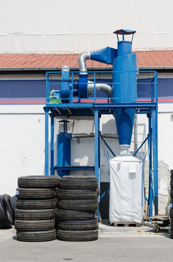 Przemysłowy pyłu poborca ciężarowa opona retread fabrykę fotografia royalty free