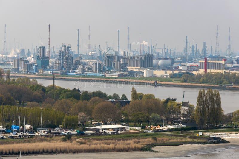 Przemysłowy schronienie Antwerpen Belgium z góry zdjęcia stock