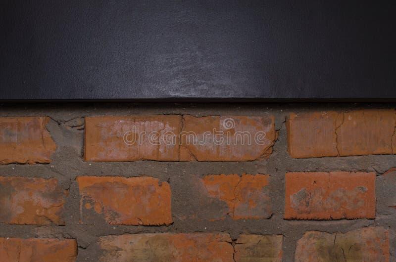 Przemysłowy tło, pustego grunge miastowa ulica z magazynowym ściana z cegieł zdjęcia stock