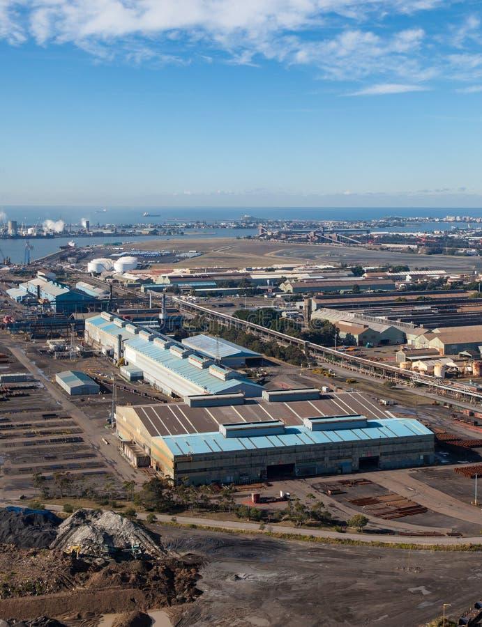 Przemysłowy teren Newcastle Australia - Newcastle port - zdjęcie royalty free