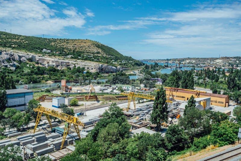 Przemysłowy teren, wzmacniająca betonowa roślina, widok z lotu ptaka zdjęcie stock