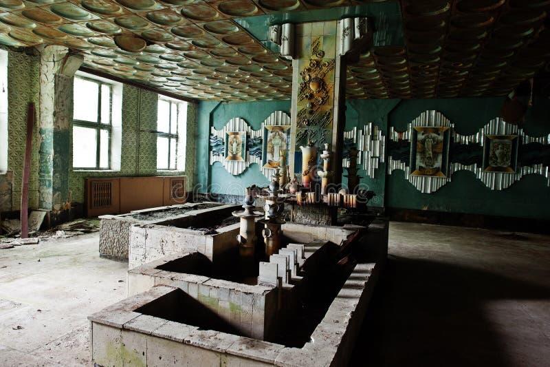 Przemysłowy wnętrze stara porcelana porzucał fabrykę fotografia stock