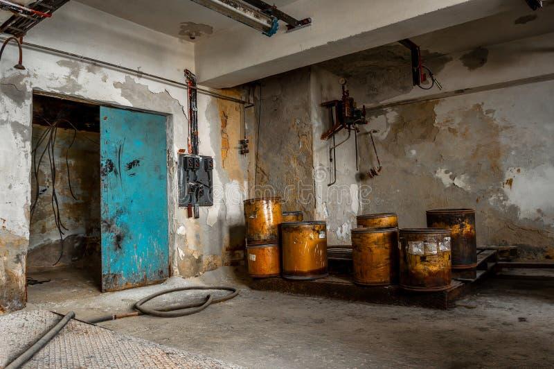 Przemysłowy wnętrze z składowym zbiornikiem zdjęcie royalty free