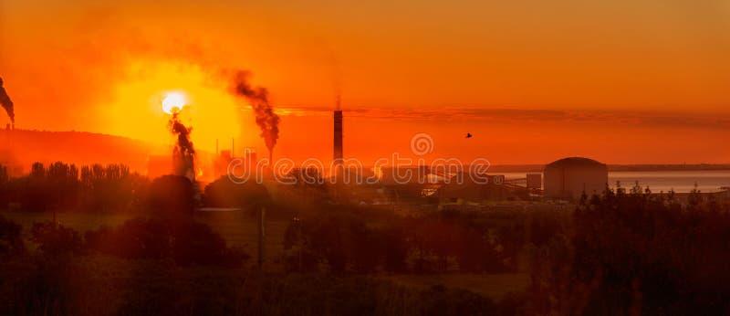 Przemysłowy wschód słońca fotografia stock