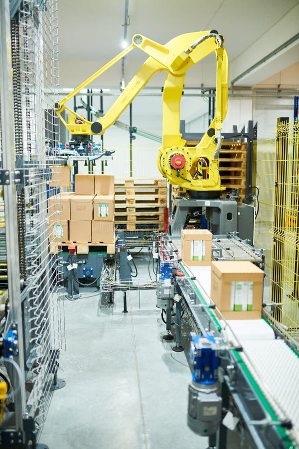 Przemysłowy zrywanie robot przy pracą obraz royalty free