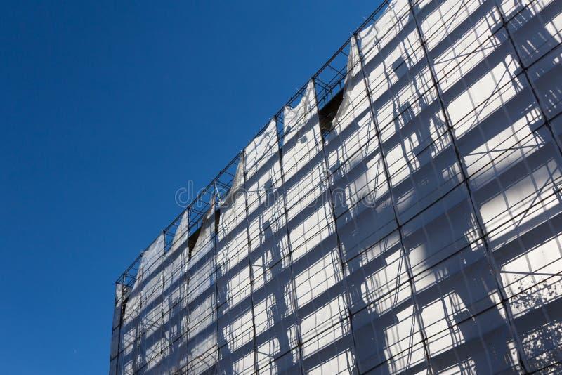 Przemysłu budowlanego budynek z rusztowaniem obrazy royalty free