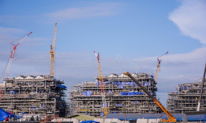 Przemysłu budynku i żurawia budowa zdjęcie royalty free