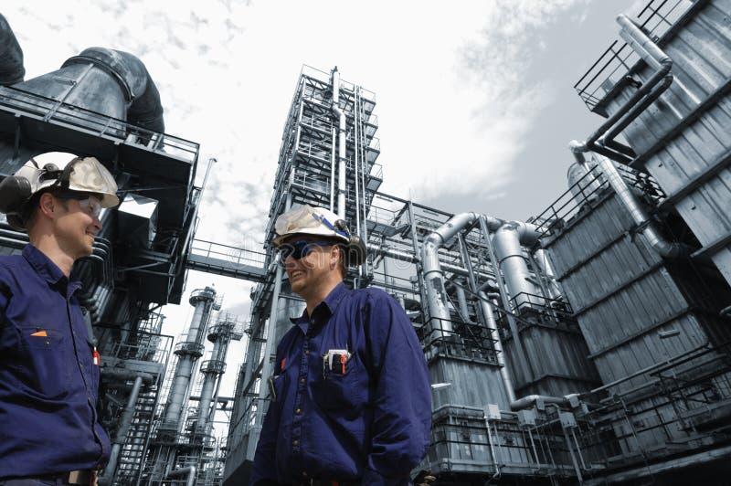 przemysłu rafinerii pracownicy zdjęcia royalty free