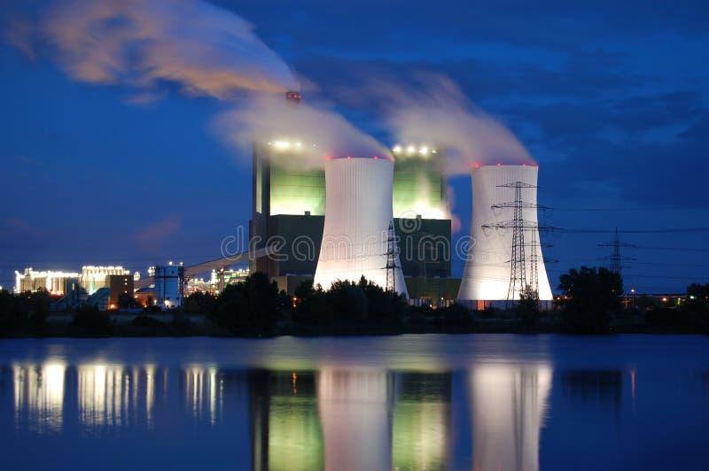 Download Przemysł noc obraz stock. Obraz złożonej z olej, środowiskowy - 6548047
