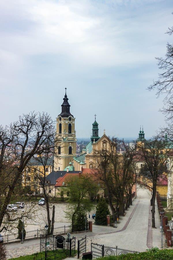 Przemysl Polen, - April 13, 2019 Domkyrkan av Przemysl officiellt domkyrkabasilikan av antagandet av välsignad royaltyfria bilder