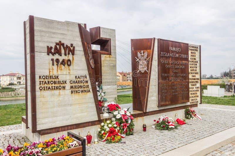 Przemysl, Polen, - 13 April, 2019 Het monument in geheugen van het schieten in Katyn in 1940 Massauitvoeringen van Poolse militai stock foto
