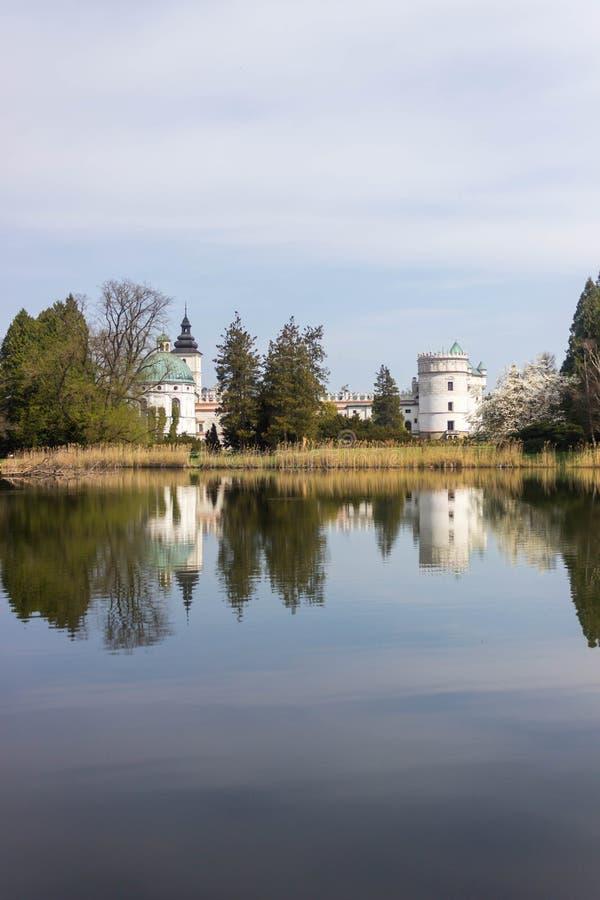Przemysl, Polonia, - 14 de abril de 2019 Polaco del castillo de Krasiczyn: Zamek w Krasiczynie es una estructura del renacimiento fotos de archivo