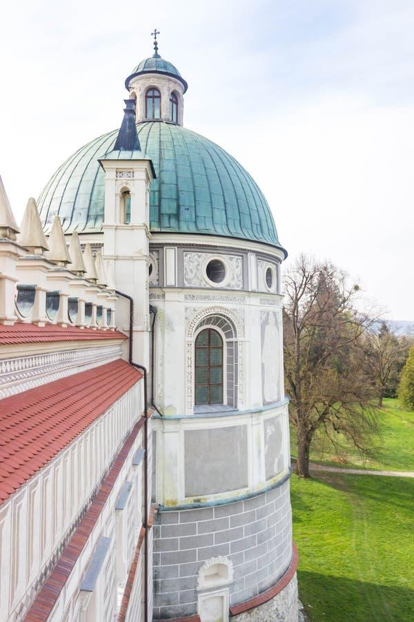 Przemysl, Polonia, - 14 de abril de 2019 Polaco del castillo de Krasiczyn: Zamek w Krasiczynie es una estructura del renacimiento fotografía de archivo libre de regalías