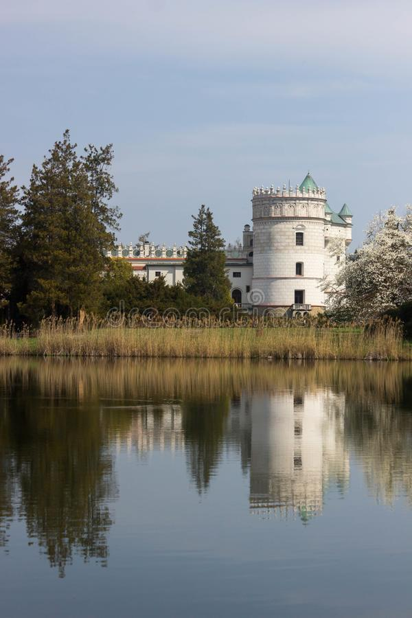 Przemysl, Polonia, - 14 de abril de 2019 Polaco del castillo de Krasiczyn: Zamek w Krasiczynie es una estructura del renacimiento imágenes de archivo libres de regalías