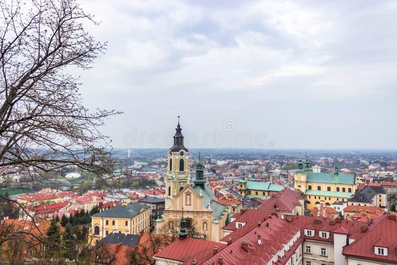Przemysl, Polonia, - 13 de abril de 2019 Vista de la ciudad del castillo Vista de los tejados de la ciudad de Przemysl imágenes de archivo libres de regalías