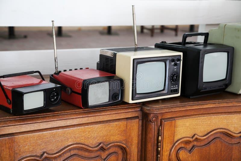 Przenośni roczników telewizory obraz royalty free