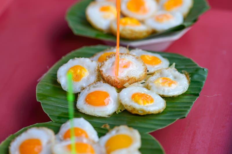 Przepiórek jajka na bananowym liściu obrazy stock